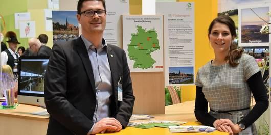 Björn Gäde und Kathrin Scheinert von der Entwicklungsagentur