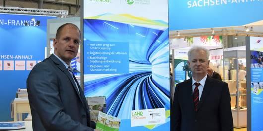 Carsten Wulfänger und Sebastian Stoll am Landkreisstand (Foto: S. Paetow)