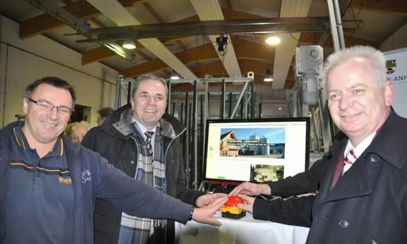 Startschuss für erstens Breitbandhausanschluss durch die altmärkischen Landräte am 20.12.2016 in Wulkau (Foto: ZBA)